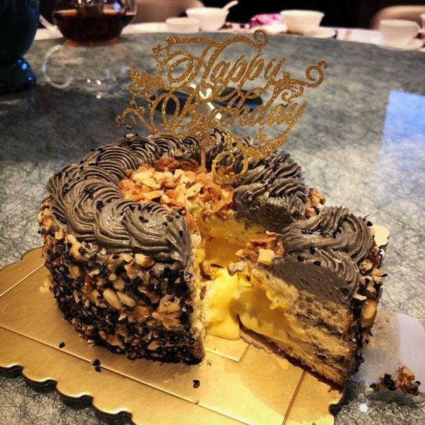 【流心蛋黃黑芝麻蛋糕】 從來未食過咁好食嘅蛋糕! 堅 .好.食!